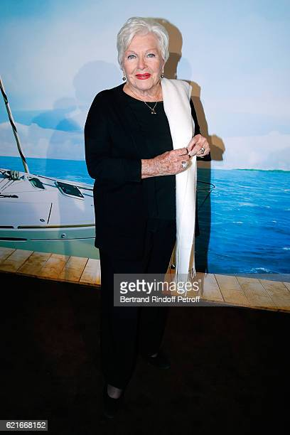 Singer Line Renaud attends the Ma famille t'adore deja' Paris Premiere at Cinema Elysee Biarritz on November 7 2016 in Paris France