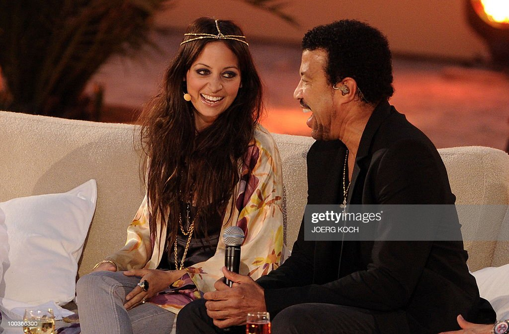 US singer Lionel Richie and his daughter Nicole Richie take part in the television show 'Wetten, dass..?' (Let's Make a Bet) at the 'Coliseo Balear' bull fighting arena in Palma de Mallorca on the Balaeric Island of Mallorca on May 23, 2010.
