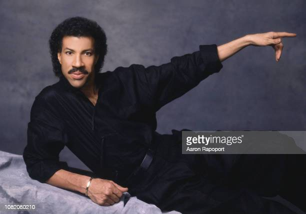 Singer Lionel Ritchie poses for a portrait circa 1980 in Los Angeles California