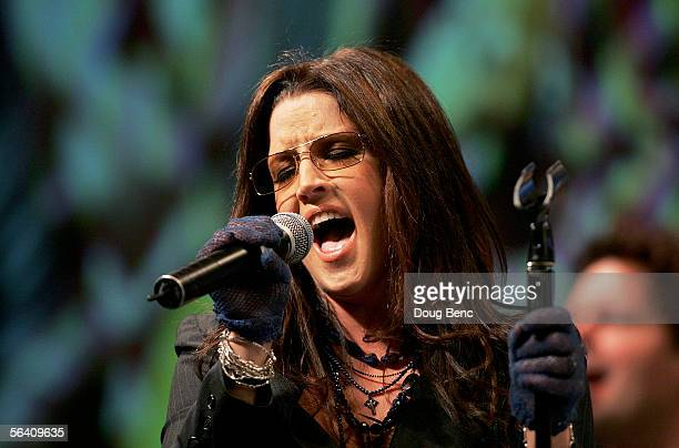 Singer Lisa Marie Presley performs during the NASCAR Busch Series Banquet at the Portofino Bay Hotel on December 9, 2005 in Orlando, Florida.