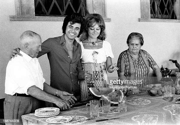 Singer Little Tony Antonio Ciacci's pseudonym in his Roman mansion is about to eat a watermelon with his paternal uncle Nullo his girlfriend Giuliana...