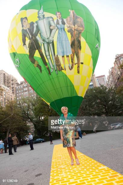 Singer Lorna Luft poses with balloon at the 2009 Emerald Gala celebrating the 70th anniversary of The Wizard of Oz at Tavern On The Green on...
