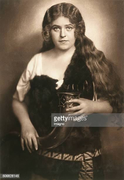 Singer Lotte Lehmann as Sieglinde in the opera >Die Walküre < by Richard Wagner. 1924. Photograph by Franz Xaver Setzer .