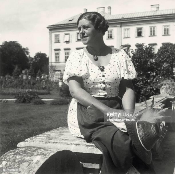 Singer Lotte Lehmann. Mirabellgarden. Salzburg. About 1935. Photograph by Franz Xaver Setzer. Die Sängerin Lotte Lehmann im Mirabellgarten. Salzburg....