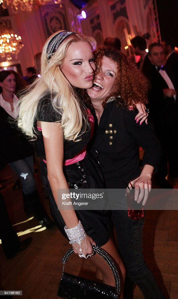 Singer Lucy Diakovska (R) of the group No Angels and model Gina-Lisa Lohfink attend the Movie Meets Media 10th Anniversary event on December 07, 2009 in Hamburg, Germany.