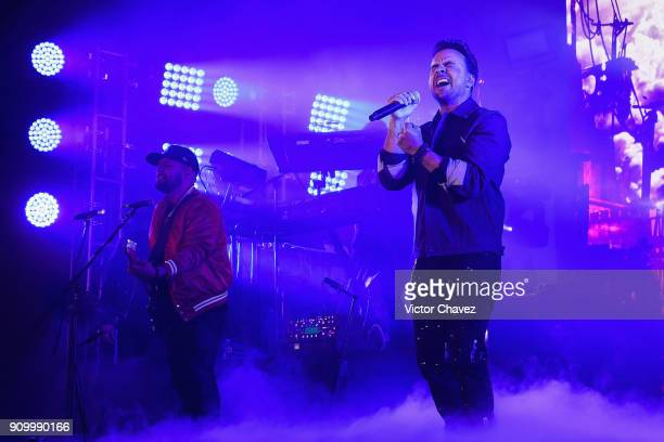 Singer Luis Fonsi performs on stage during the Latin Grammy Acoustic Session Mexico at El Lago restaurant on January 24 2018 in Mexico City Mexico
