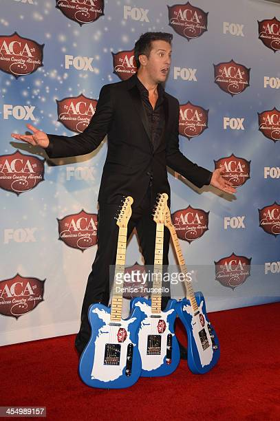 Singer Luke Bryan poses with his awards for Artist Of The Year Male Artist Of The Year and Touring Artist Of The Year in the press room during the...