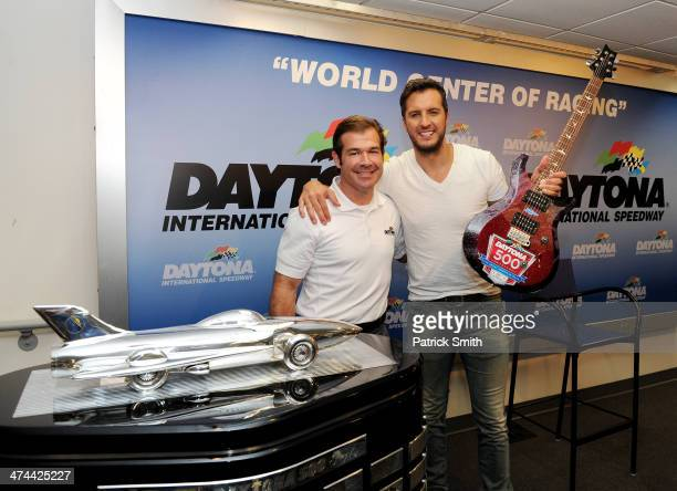 219 Harley J Earl Daytona 500 Trophy Photos And Premium High Res Pictures Getty Images