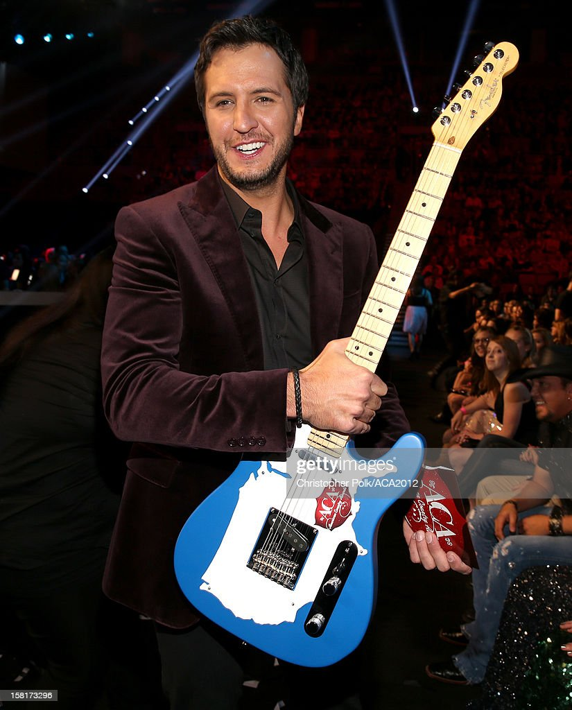 Singer Luke Bryan poses with the award for Artist of the Year during the 2012 American Country Awards at the Mandalay Bay Events Center on December 10, 2012 in Las Vegas, Nevada.