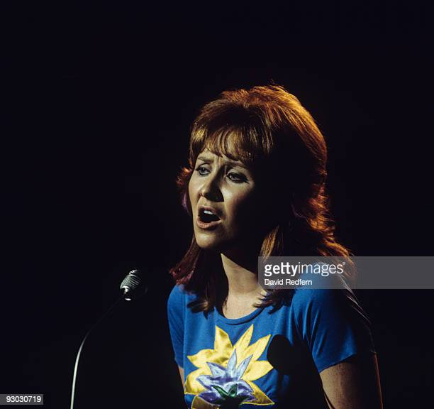 Singer Lulu performs on stage circa early 1970's