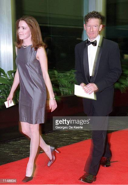 Singer Lyle Lovett and his wife April Kimble arrive for the 1998 Kennedy Center Honors December 5 1998 in Washington DC Each year the Kennedy Center...