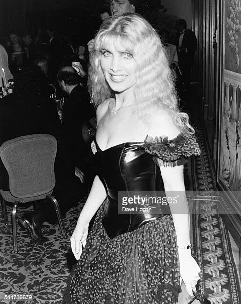 Singer Lynsey de Paul attending the premiere of the movie 'Platoon' in London April 23rd 1987