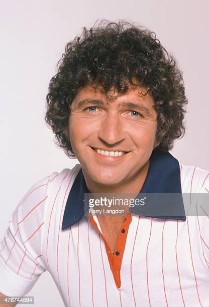 Singer Mac Davis poses for a portrait in 1978 in Los Angeles California