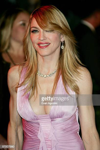 Singer Madonna arrives at the Vanity Fair Oscar Party at Mortons on March 5 2006 in West Hollywood California