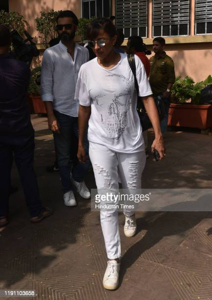 Singer Mansi Scott during the funeral of Television actor Kushal Punjabi at Santa Cruz crematorium on December 28 2019 in Mumbai India Punjabi...
