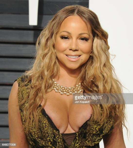 Singer Mariah Carey arrives at the 2017 Vanity Fair Oscar Party Hosted By Graydon Carter at Wallis Annenberg Center for the Performing Arts on...
