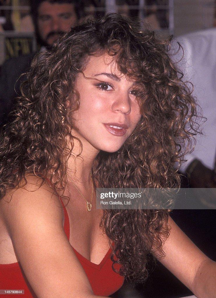 "Mariah Carey autographs copies of her new album ""Emotions"" : News Photo"