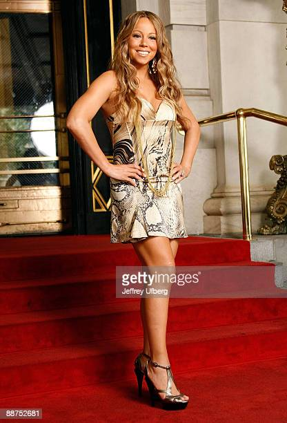 """Singer Mariah Carey seen on set for her new music video """"Obsessed"""" at The Plaza Hotel on June 29, 2009 in New York City."""