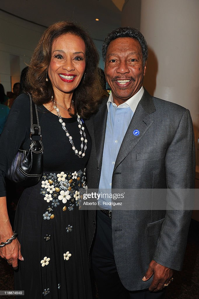 Singer Marilyn McCoo and musician Billy Davis Jr. attend the Los Angeles Premiere of HBO's 'The Curious Case of Curt Flood' at Museum Of Tolerance on July 11, 2011 in Los Angeles, California.