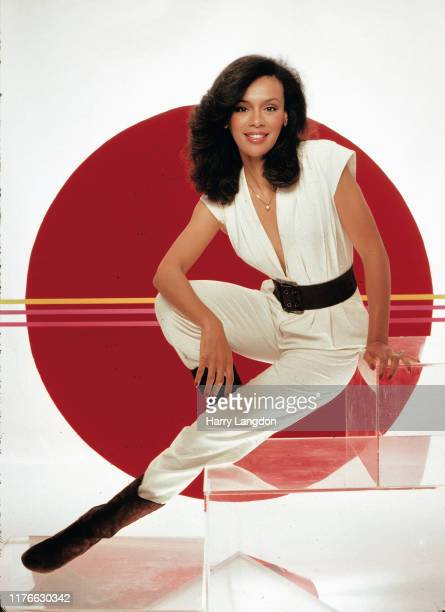 Singer Marilyn McCoo poses for a portrait in 1985 in Los Angeles California