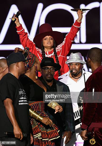 Singer Markell Riley actor Cedric the Entertainer host Erykah Badu and honoree Teddy Riley perform onstage during the 2016 Soul Train Music Awards on...
