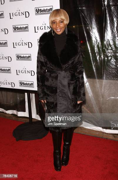 Singer Mary J Blige arrives at the I Am Legend New York Premiere at Theater at Madison Square Garden on December 11 2007 in New York City