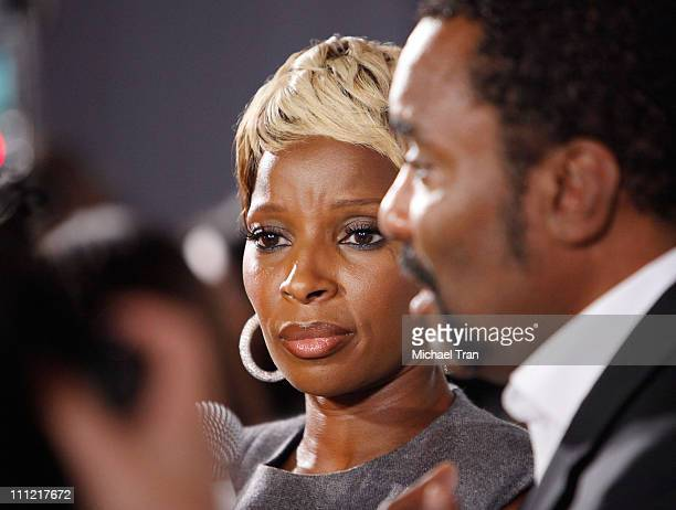 Singer Mary J Blige arrives to the 'Precious' PreGala cocktail party hosted by Lionsgate and Blackberry held at Royal Ontario Museum on September 13...