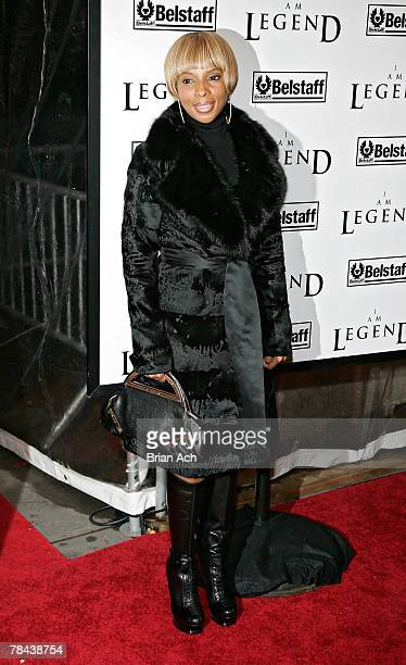 Singer Mary J Blige at the I Am Legend New York Premiere on December 11 at Madison Square Garden in New York City