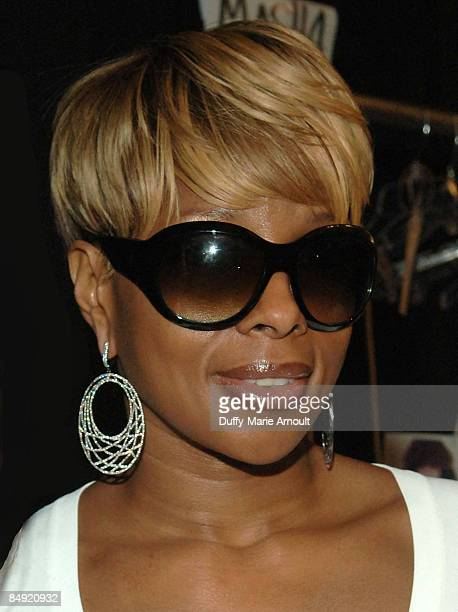 Singer Mary J. Blige attends Milly by Michelle Smith Fall 2009 during Mercedes-Benz Fashion Week at The Promenade in Bryant Park on February 18, 2009...