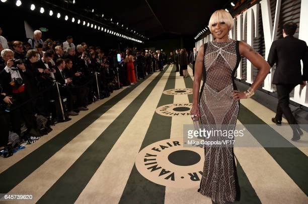 Singer Mary J Blige attends the 2017 Vanity Fair Oscar Party hosted by Graydon Carter at Wallis Annenberg Center for the Performing Arts on February...