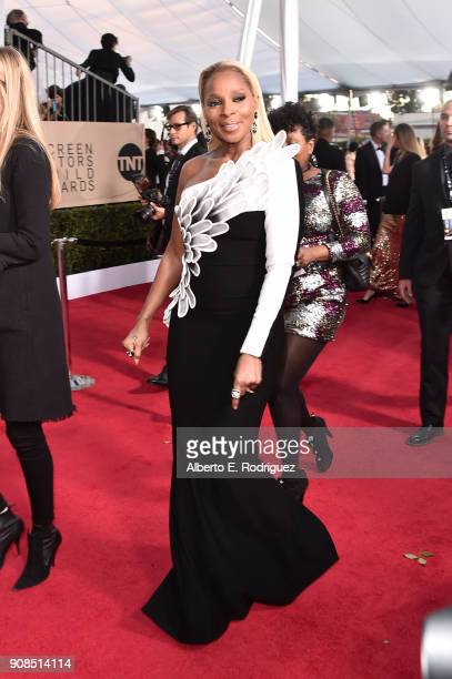 Singer Mary J Blige attends the 24th Annual Screen Actors Guild Awards at The Shrine Auditorium on January 21 2018 in Los Angeles California 27522_006