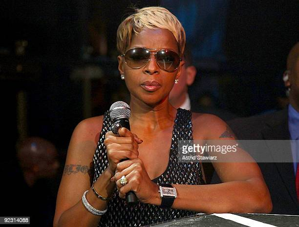 """Singer Mary J. Blige attends the 30th Birthday Bash """"Cold as Ice"""" at Cipriani 42nd Street on October 23, 2009 in New York City."""