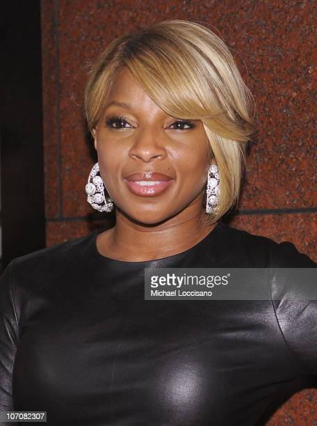 Singer Mary J Blige attends the launch of Lorraine Schwartz's '2BHAPPY' jewelry collection at Lavo NYC on November 22 2010 in New York City