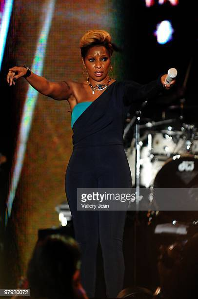 Singer Mary J Blige performs at 5th Annual Jazz In The Gardens 2010 on March 20 2010 in Miami Gardens Florida