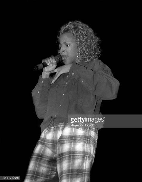 Singer Mary J Blige performs at the Arie Crown Theater in Chicago Illinois in SEPTEMBER 1992