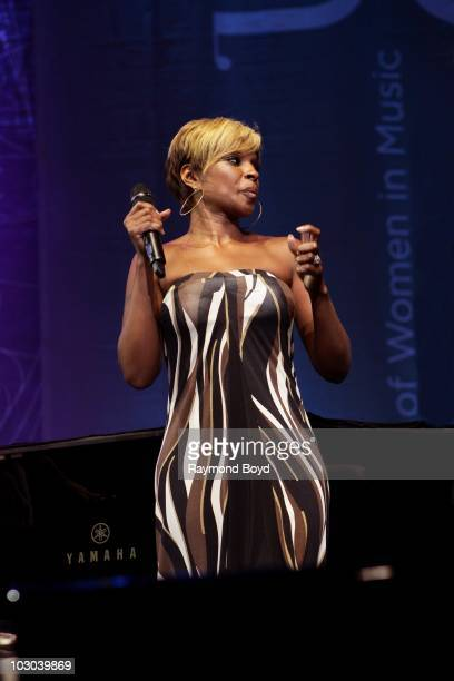 Singer Mary J Blige performs at the First Midwest Bank Amphitheatre during Lilith Fair 2010 in Tinley Park Illinois on July 17 2010