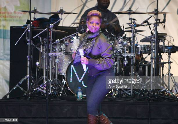 Singer Mary J Blige performs during the Dare to Join Forces with Nature event in Times Square on March 22 2010 in New York City