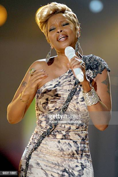 Singer Mary J Blige performs onstage at the 2009 American Music Awards at Nokia Theatre LA Live on November 22 2009 in Los Angeles California