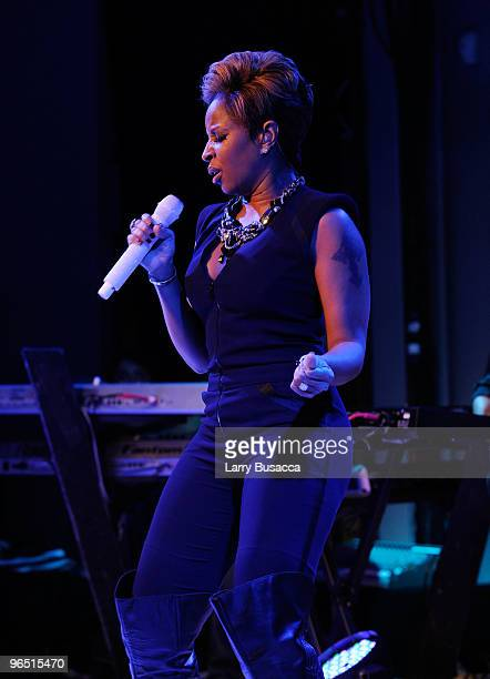 Singer Mary J Blige performs onstage at the Hope Help Relief Haiti 'A Night Of Humanity' event at Urban Zen on February 8 2010 in New York City