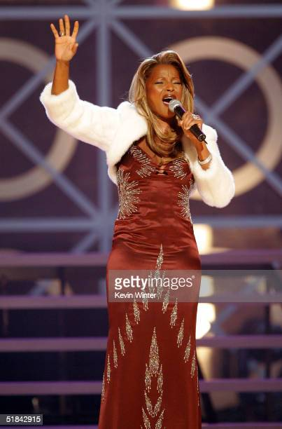 Singer Mary J. Blige performs onstage during the 2004 Billboard Music Awards at the MGM Grand Arena on December 8, 2004 in Las Vegas, Nevada.