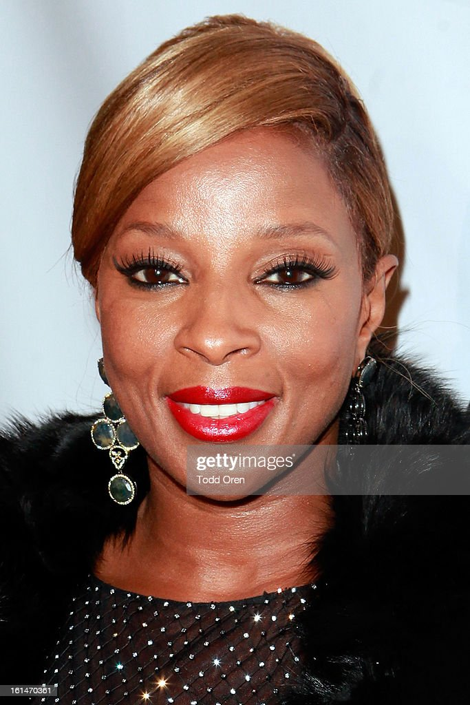 Singer Mary J. Blige poses at the Los Angeles Confidential Magazine and Mary J. Blige Celebrate THE GRAMMYS at Elevate Lounge on February 10, 2013 in Los Angeles, California.