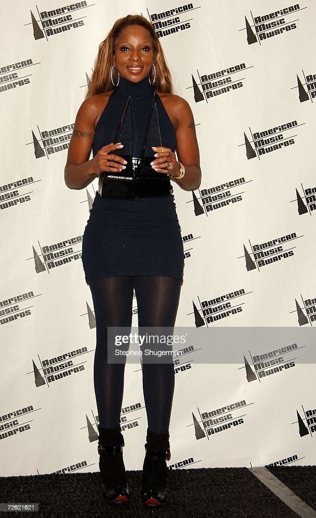 Singer Mary J. Blige poses in the press room at the 2006 American Music Awards held at the Shrine Auditorium on November 21, 2006 in Los Angeles, California. Singer Mary J. Blige was honored with two awards for 'Soul/Rhythm & Blues Favorite Album' and 'Soul/R&B Favorite Artist'.