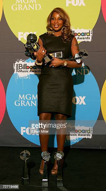 Singer Mary J Blige poses with her awards in the press room at the 2006 Billboard Music Awards at the MGM Grand Garden Arena December 4 2006 in Las...
