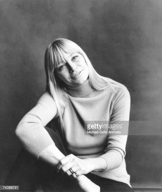 Singer Mary Travers of the folk group Peter Paul Mary poses for a publicity shot circa 1977
