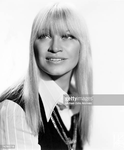 Singer Mary Travers of the folk group Peter Paul Mary poses for a publicity shot in circa 1965