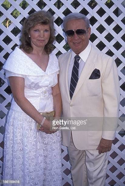Singer Mel Torme and wife Ali Severson attend 25th Anniversary Party for Joseph BolognaRenee Taylor on August 19 1990 in Beverly Hills California