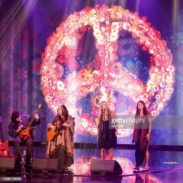 Singer Melanie Safka and her family perform during the tv show 'Gottschalks grosse 68er Show' on September 6, 2018 in Hamburg, Germany.