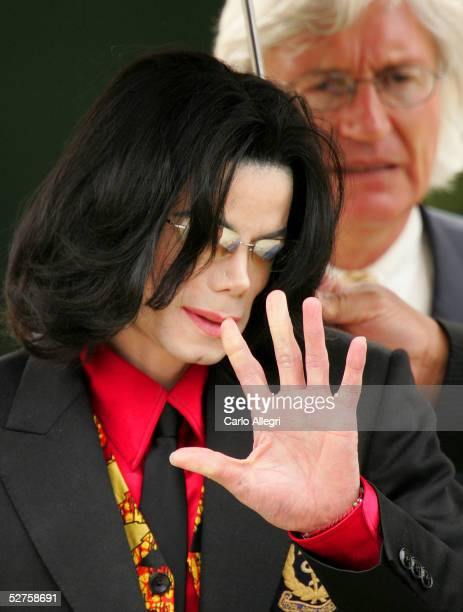 Singer Michael Jackson and lead defense attorney Thomas Mesereau Jr depart the Santa Barbara County courthouse on May 4 2005 in Santa Maria...