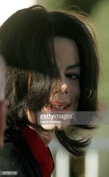 Singer Michael Jackson arrives at Santa Barbara County Courthouse for continuation in the jury selection phase of his child molestation trial...