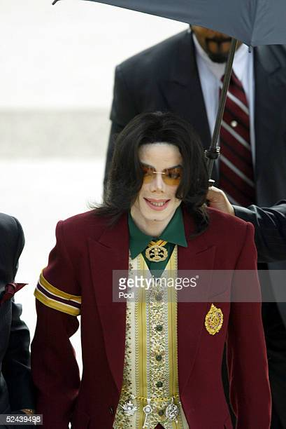 Singer Michael Jackson arrives at the Santa Barbara County Courthouse for his child molestation trial March 17 2005 in Santa Maria California Jackson...